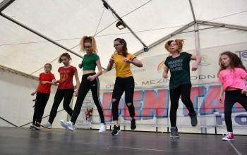 Den tance