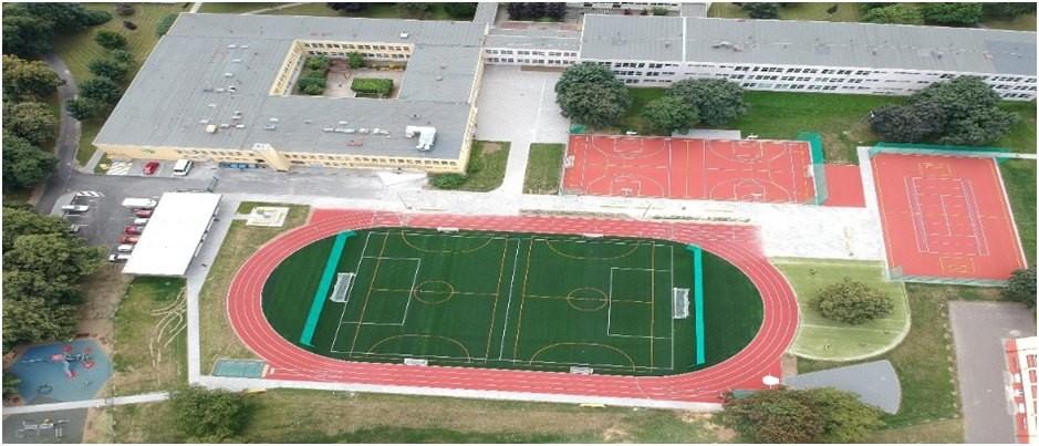 snímek sportoviště při ZŠ v Uherském Hradišti
